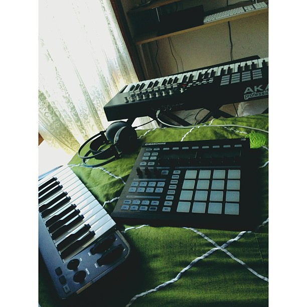 My perfect Saturday ☺ #music #akai #maschine #production #beats #midi #saturday