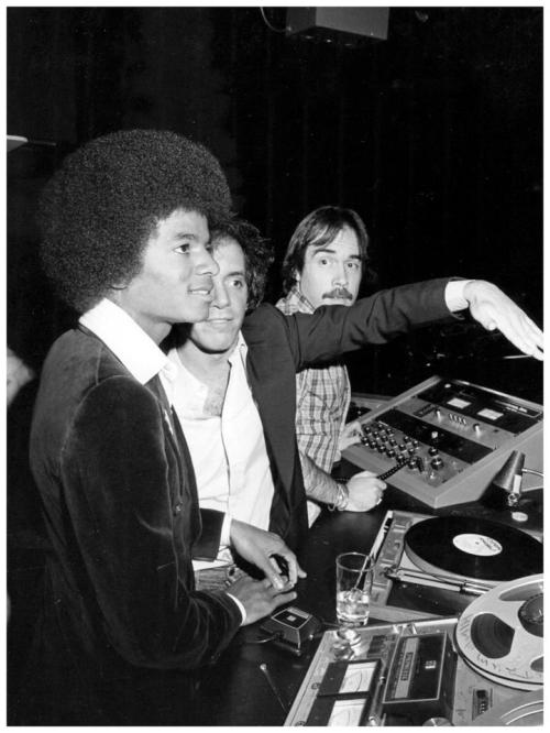 wearetuktuk:  Michael Jackson and Steve Rubell in the DJ booth at Studio 54 | 1977