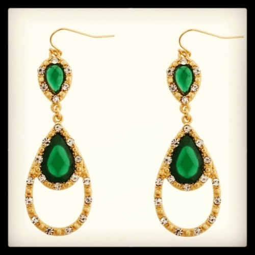 Who wouldn't be envious of our new envy teardrop earrings? #emerald #statementearrings  (at Send the Trend HQ)