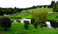 Blair castle, Scotland. The walled garden. by bearded iris.(Thx for 1 million + views). on Flickr.Pelos campos