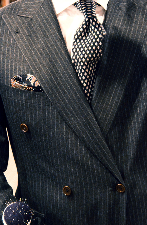 thetieguy:  i like these brown buttons on this blazer.