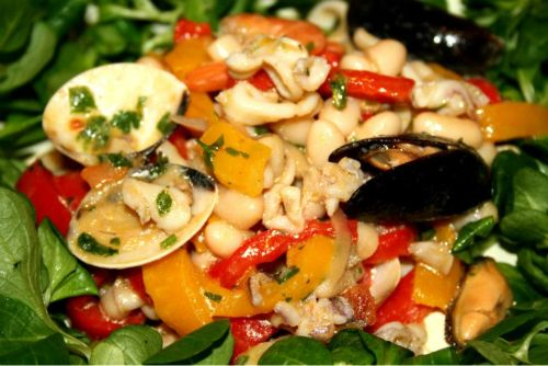 Seafood salad with beans and vegetables - Insalata di mare con legumi e verdure