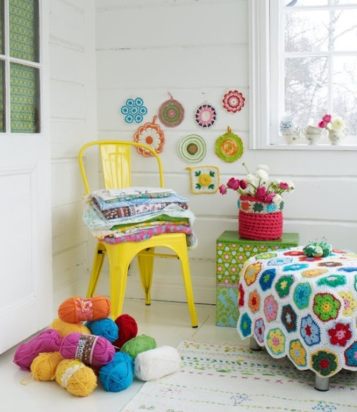 podkins:  Such a vibrant and colourful Crochet in the Home pic found via Sanna and Sania.  :)