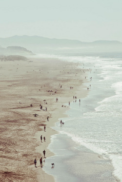 darkw00ds:  Ocean Beach, SF by Leslie Gold ۰ (beaut) on Flickr.