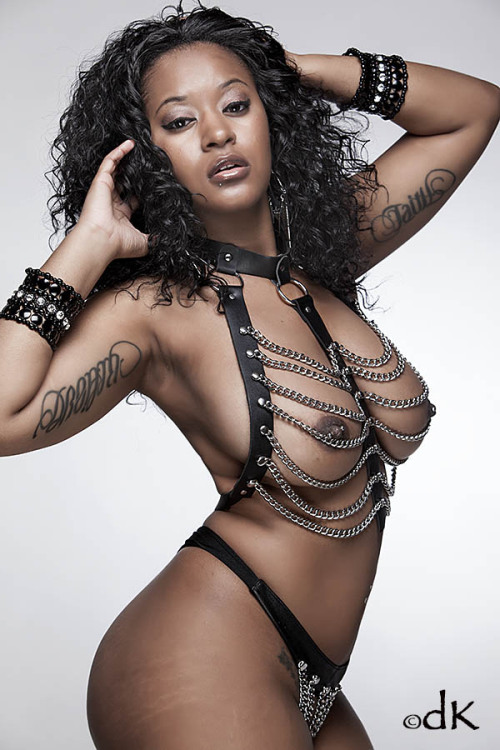 laynabritain:  Follow me on Twitter! @LaynaBritain xoxoxoxo!  More Black Girls: www.nomalez.tumblr.com/tagged/black_girls