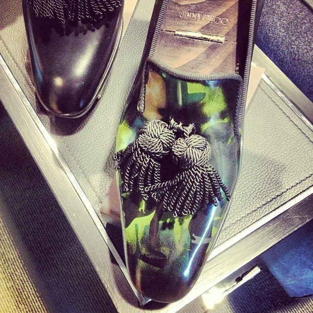 Loving the oversized #tassels at @jimmychooltd !! 💚 #mmfw #fw13 #jimmychoo #mens  (at Via Manzoni)