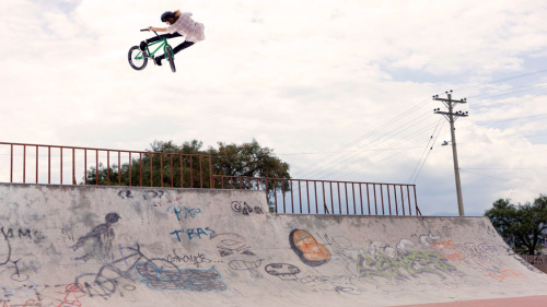bikesandstance:  Tom Dugan taking air turndowns to a whole new level!