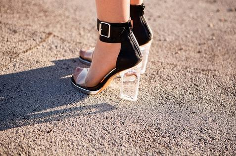 what-do-i-wear:  HEELS: JEFFREY CAMPBELL (UO) (image: takeaim)
