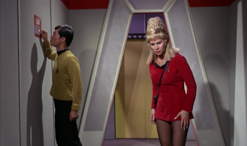 itwasarobotheeeeeeeeeeaaaaaaaad:  Holy crap the ladies of Star Trek's dresses are short