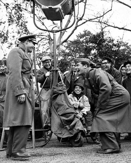 Marlon Brando and James Garner find plenty to laugh about on the Japanese location of Sayonara