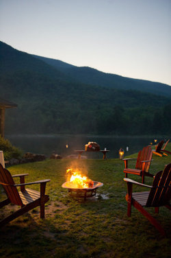 loveandcountry:  I wanna go somewhere like this. Rent a cabin, on a lake, and spend a few days away from it all…