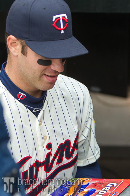 Mauer signing a fan's Geometry book.