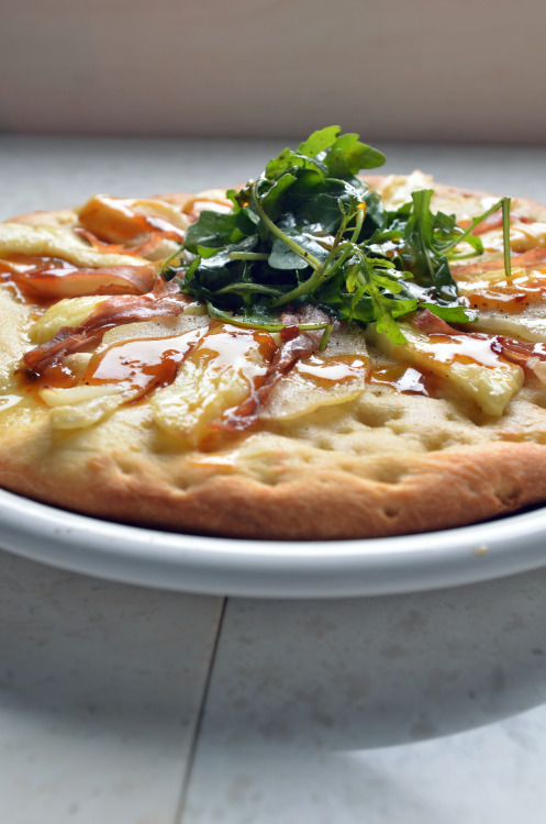 In Studio: D'Anjou Pears / French brie, arugula, prosciutto, apricot-chili drizzle Pizza Today May 2013