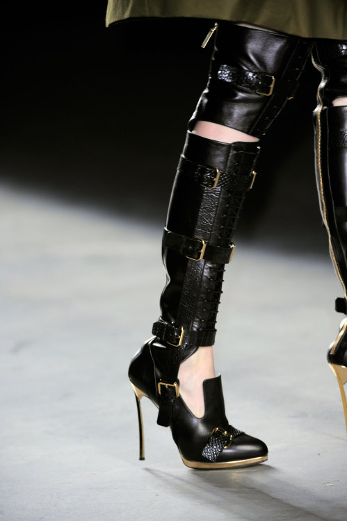 WOW- Shoe/Boot= Amazing! @PrabalGurung #NYFW