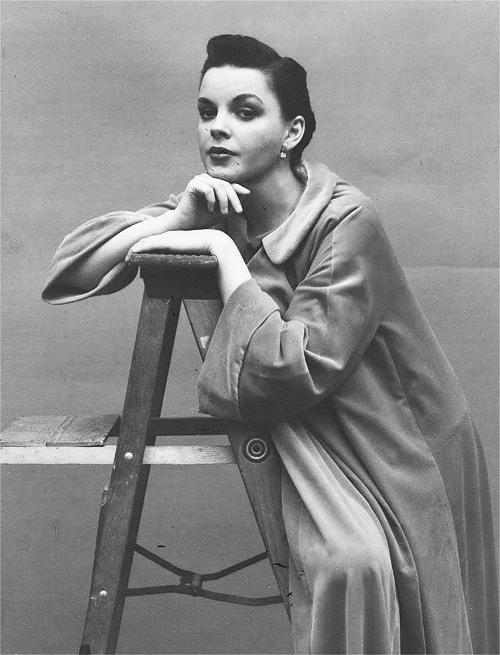 trixiedelight:  Judy Garland photographed by Richard Avedon, 1951