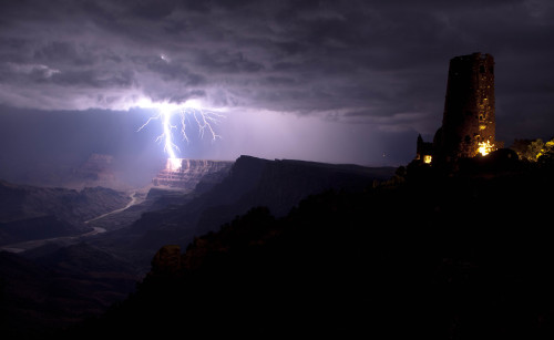 One of the most spectacular #lightning strikes we have ever seen. This photo was taken near the South Rim of the Grand Canyon. Photo: Travis Roe