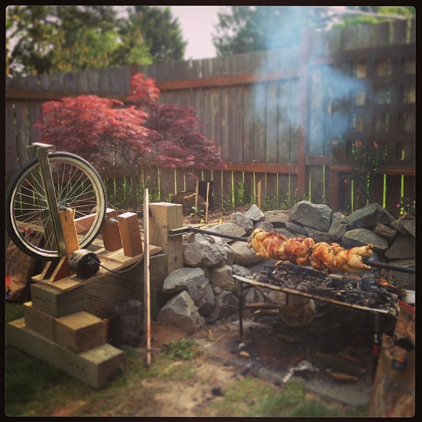 jmingma:  Bike wheel & mini motor…aaaand we're rotating! #bbq #rotisserie #chicken #DIY #foodporn #homemade  Nice looking setup!