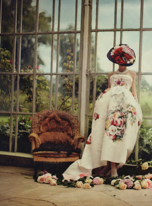Buried Treasure : Karlina Caune in Dolce & Gabbana Couture, Vogue UK October 2012. Roses high class and elegance!