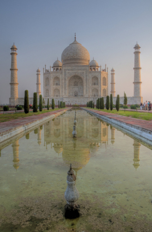 h4ilstorm:  taj mahal at sunrise (by mariusz kluzniak)