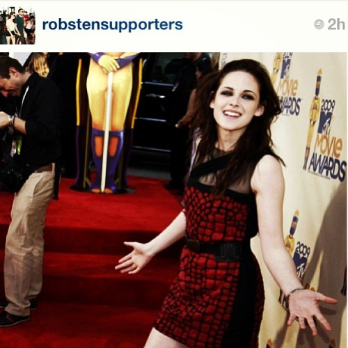 Guys go and show some follow love to @robstensupporters #kstew #kristenstewart #follow #igdaily #tweegram