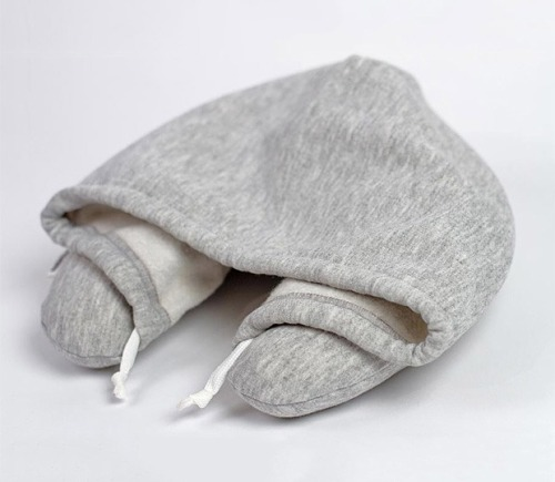 zebraandmeerkat:  wutnots:  Travel pillow with a built in hoodie.  PERFF