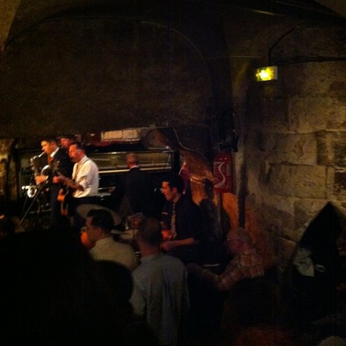 A little glimpse of the band tonight. Great music! #jazz #dancing #paris #parislanuit #parisbynight #citylife #nightlife #lecaveaudelahuchette #music #live #livelovethiscity #howcouldieverleave #mycity #france