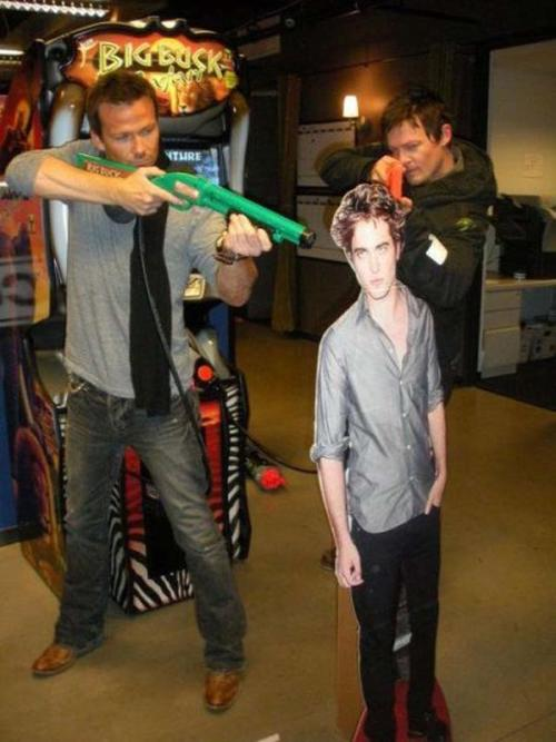 js-randamn:  The MacManus brothers versus an annoying vampire.   This picture just makes my day!!