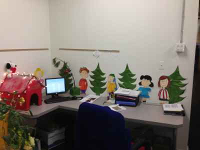 vanillaart:  My Peanuts inspired desk at work