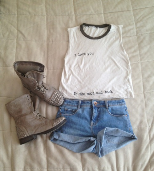 they-call-me-chanel:  My ootd, if this gets notes please don't change the source