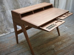 takeovertime:  (via Laura Desk by Phloem Studio | GBlog)  Templo es