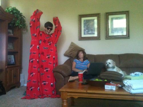 cokeflow:  Me pretending to be in the Snuggie commercial ft. mom   The dog just look at the dog