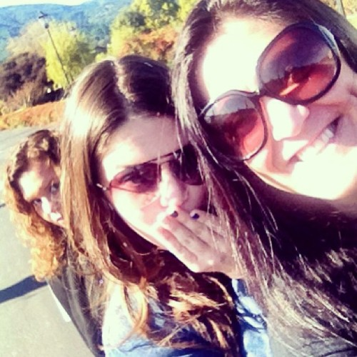 Sisters in #napavalley…ad loving the #photobomb! @stellawashere @andrearegalado  (at Peju Province Winery)
