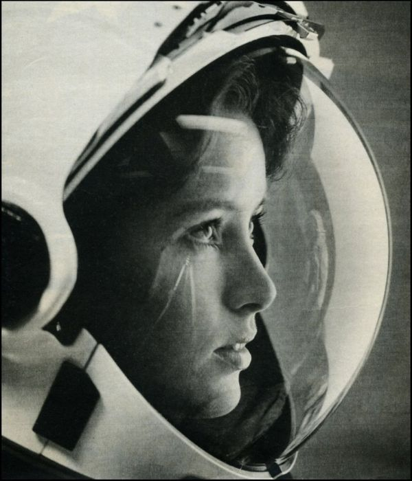 cylonapplepie:  The First Mother in Space, Anna Lee Fisher (NASA STS-51A, November 8, 1984)