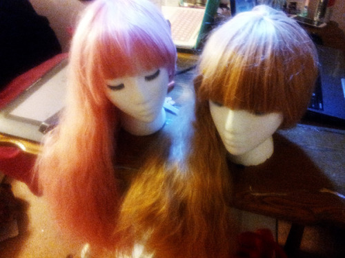 Yaaaay I came home to wigs in my mailbox! They're quite pretty in person, I don't know why my camera made them look so craptastical. I want to try them on right this second… but I also want them to relax from being in their packaging.