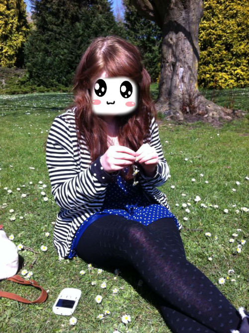 me being kawaii in the park making daisy chains