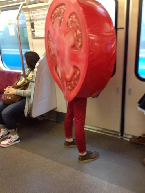 aragaki-ayase:  why is there a fucking tomato in the train  Don't judge, just accept it ..