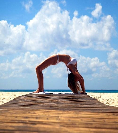 pilates-freak:  beach pilates