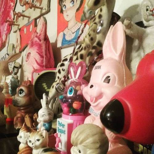 setting up new studio…. #steven_cerio #studio #artstudio #artiststudios #toys #collections #books #auburnny #auburn #bunny #rabbits #rabbit