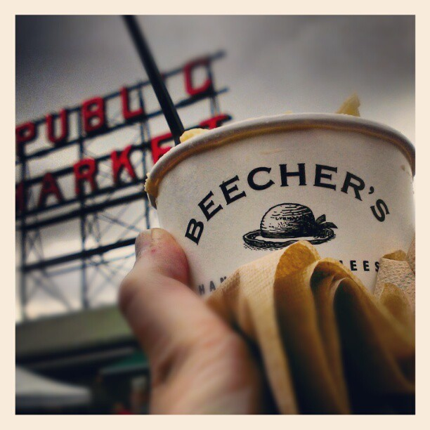 Mac and cheese for breakfast #seattle #beechers #nojudgement  (at Pike Place Market)