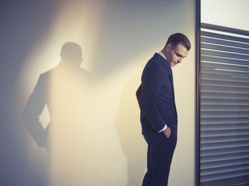 Theo Hutchcraft by Tom Van Schelven. The lights and shadows (and colour tones) of this photo are just amazing.