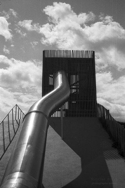 échappatoire du ciel, Rennes. #blackandwithephotography#fotografia analogica #original photography on tumblr #analog photography #black and white film #35mm#Architecture#playground#juegodeniños#Rennes#Francia#france#bnwphotography#bnwzone#film photography#fotografiaenblancoynegro#portfolio#volumen#clouds#urbanexploringphotography#urban style#citylife#city scape#argentique#35mm camera#bnwart#bnw_zone#bnw_captures#capturestreets
