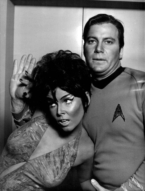 20thcenturypix:  monkeypants:   William Shatner & Yvonne Craig 1968   1968  €£€