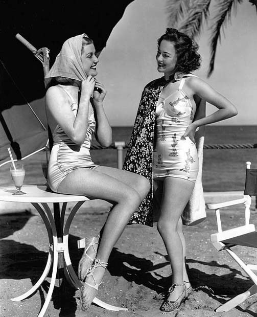 fuckyesoldhollywood:  Anita Louise and Olivia de Havilland, 1937