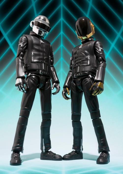 shouri:  Via Bluefin Tamashii Nations USA.  *-*        They are real! They were revealed before today! :3 http://www.figures.com/forums/news/27332-s-h-figuarts-daft-punk.html