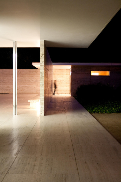 mostlymies:  Barcelona Pavilion (1929) night light.