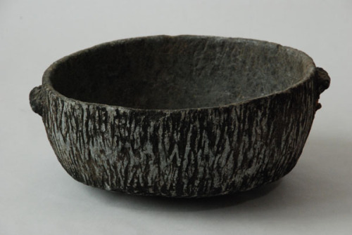 blackv:  An Eskimo carved cooking bowl of unusual stone. via Inuit Stone Cooking Vessel)