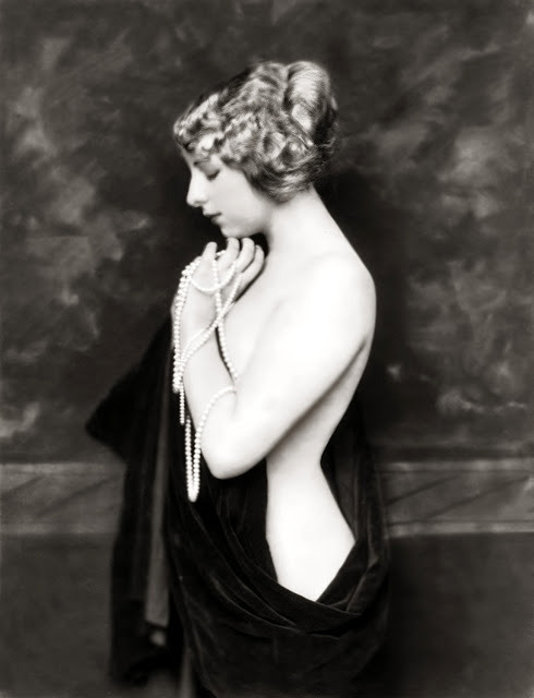 vintagechampagnefever:  Ziegfeld girl posing elegantly in black velvet and pearls