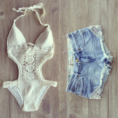 eternal-evolution:  That monokini is facking awesome