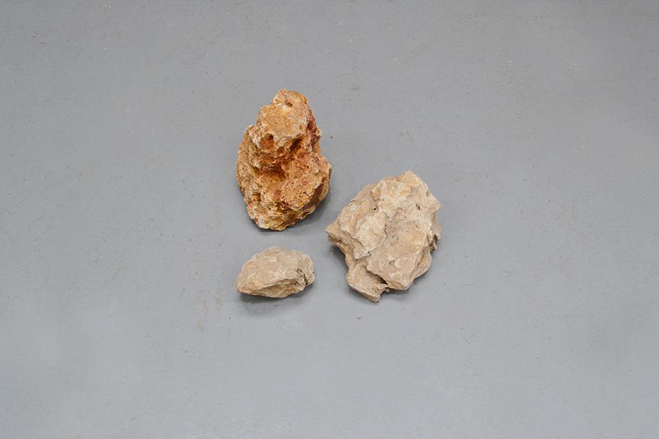 Ensemble de pierres entre 10 et 30 cm - 30exp0.25 euros/Kg