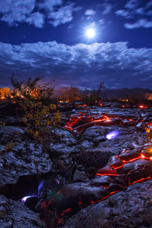vurtual:  Methane Moon - Hawaii (by Bruce Omori)